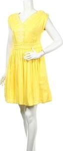 Żółta sukienka Caroll ze skóry z dekoltem w kształcie litery v mini