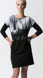 Czarna sukienka Unicorno z długim rękawem dopasowana