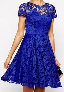 Niebieska sukienka Kendallme trapezowa z krótkim rękawem mini