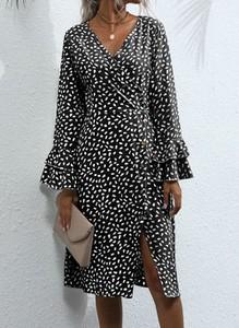 Sukienka Cikelly z dekoltem w kształcie litery v midi w stylu casual