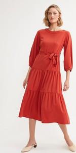 Czerwona sukienka BGN z okrągłym dekoltem midi z długim rękawem