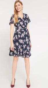 Granatowa sukienka QUIOSQUE z krótkim rękawem rozkloszowana mini
