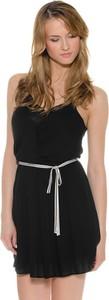 Czarna sukienka Pepe Jeans w młodzieżowym stylu z dekoltem w kształcie litery v