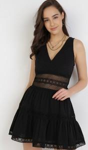 Czarna sukienka born2be trapezowa mini bez rękawów