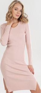 Różowa sukienka born2be mini w stylu casual z długim rękawem