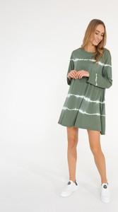 Zielona sukienka Unisono z okrągłym dekoltem w stylu casual mini