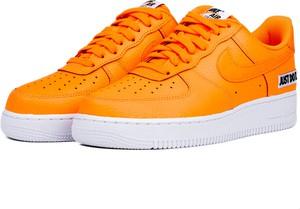 Pomarańczowe buty sportowe Nike sznurowane