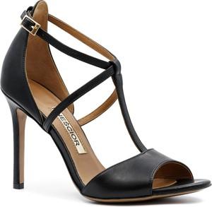 Czarne sandały Neścior ze skóry z klamrami na wysokim obcasie