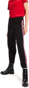 Czarne spodnie Tommy Hilfiger w sportowym stylu