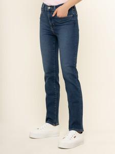 Granatowe jeansy Levis w street stylu