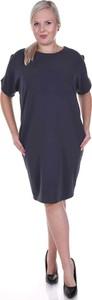 Czarna sukienka Fokus midi z krótkim rękawem w stylu casual