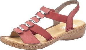 Czerwone sandały Rieker z klamrami na niskim obcasie w stylu casual