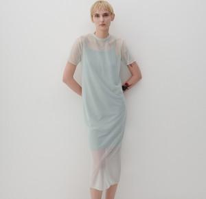 Sukienka Reserved prosta z okrągłym dekoltem z krótkim rękawem