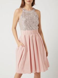 Różowa sukienka Swing bez rękawów rozkloszowana