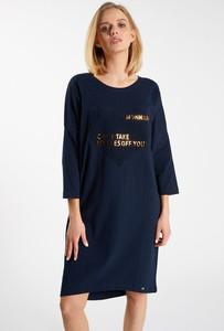 Granatowa sukienka Monnari z okrągłym dekoltem z długim rękawem