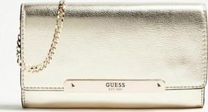 Złote torebki i torby Guess, kolekcja wiosna 2020