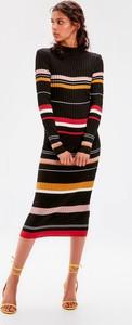 Sukienka Trendyol z długim rękawem midi