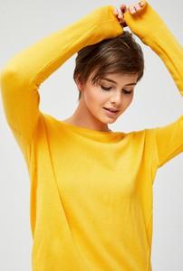 Żółty sweter moodo.pl w stylu casual