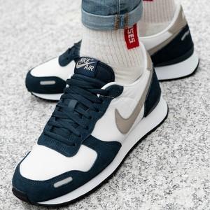 Buty sportowe Nike z zamszu w sportowym stylu sznurowane