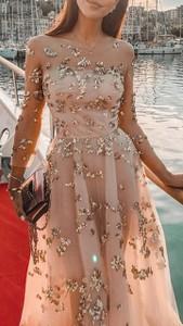 Różowa sukienka noshame z długim rękawem maxi