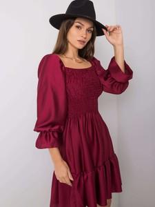 Czerwona sukienka Sheandher.pl w stylu casual z satyny z długim rękawem