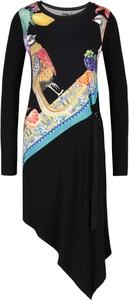 Sukienka Desigual z okrągłym dekoltem z długim rękawem w stylu casual