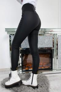 Czarne spodnie Olika w stylu casual