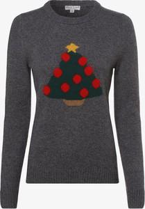 Sweter Marie Lund z dzianiny w bożonarodzeniowy wzór