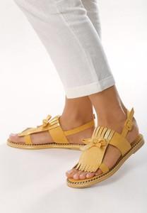 Żółte sandały born2be z płaską podeszwą w stylu casual