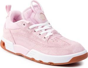 Buty sportowe DC Shoes w sportowym stylu