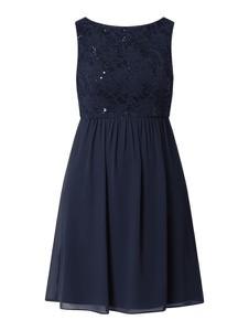 Sukienka Marie Blanc bez rękawów z szyfonu