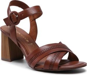 Brązowe sandały Tamaris na obcasie ze skóry