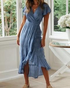 Niebieska sukienka Kendallme midi z dekoltem w kształcie litery v