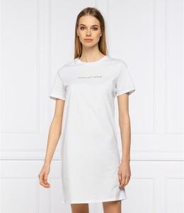 Sukienka Armani Exchange z krótkim rękawem z okrągłym dekoltem w stylu casual