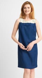 Sukienka QUIOSQUE prosta z okrągłym dekoltem mini