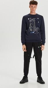 Granatowa bluza Cropp z nadrukiem