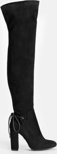 Czarne kozaki Kazar ze skóry na słupku