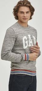 Sweter Gap z bawełny w młodzieżowym stylu z okrągłym dekoltem