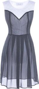 Sukienka Fokus z szyfonu z okrągłym dekoltem rozkloszowana