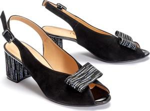 Czarne sandały KRYSTAD z klamrami ze skóry na słupku