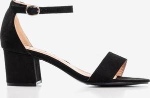 Czarne sandały Royalfashion.pl na niskim obcasie