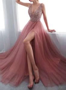 Różowa sukienka Sandbella z dekoltem w kształcie litery v maxi bez rękawów