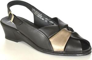 Czarne sandały marco tozzi z klamrami w stylu casual