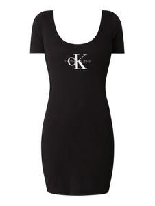 Czarna sukienka Calvin Klein z okrągłym dekoltem dopasowana z krótkim rękawem