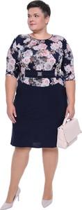 Sukienka modneduzerozmiary.pl z okrągłym dekoltem z tkaniny z długim rękawem