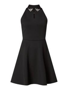 Sukienka Guess z kołnierzykiem