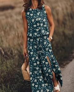 Sukienka Kendallme z okrągłym dekoltem prosta