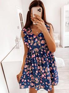 Sukienka Pakuten trapezowa mini z dekoltem w kształcie litery v