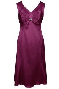 Czerwona sukienka Fokus midi w stylu glamour z dekoltem w kształcie litery v