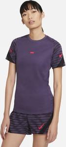 Fioletowy t-shirt Nike z krótkim rękawem z okrągłym dekoltem